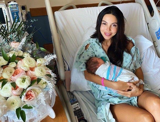 Оксана Самойлова выписалась из роддома на третий день после кесарева сечения