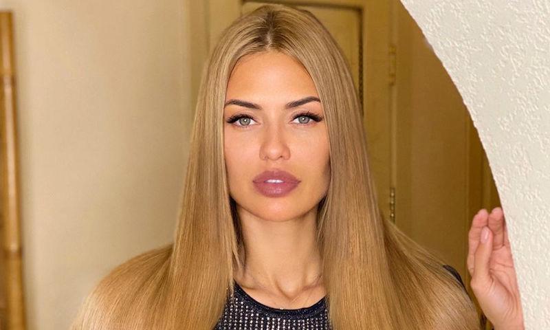 Как в реальности выглядят шикарные волосы Бони