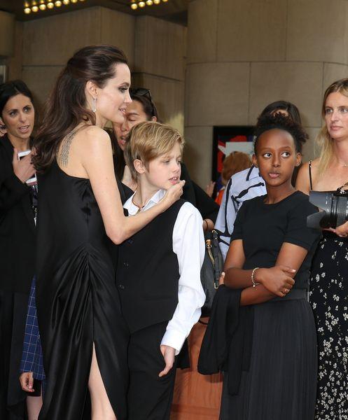 Сразу две дочери Анджелины Джоли и Брэда Питта попали в больницу