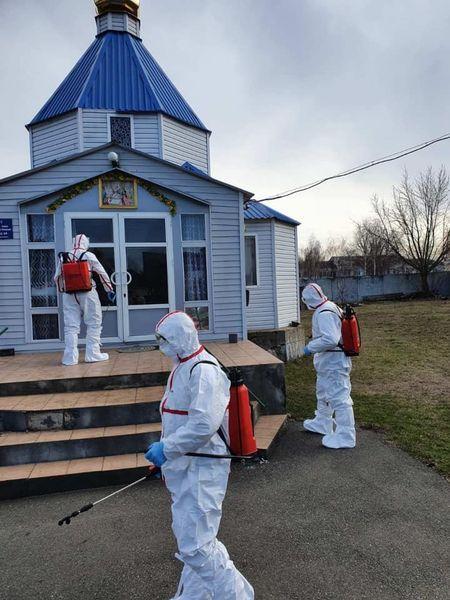 Пять прихожан церкви, которую посетила умершая от коронавируса женщина, заболели