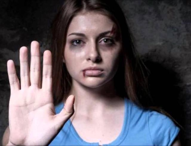 Как помочь человеку, который столкнулся с домашним насилием: советы психолога Елены Давыденко