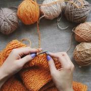 Как подобрать пряжу и спицы для вязания вещей