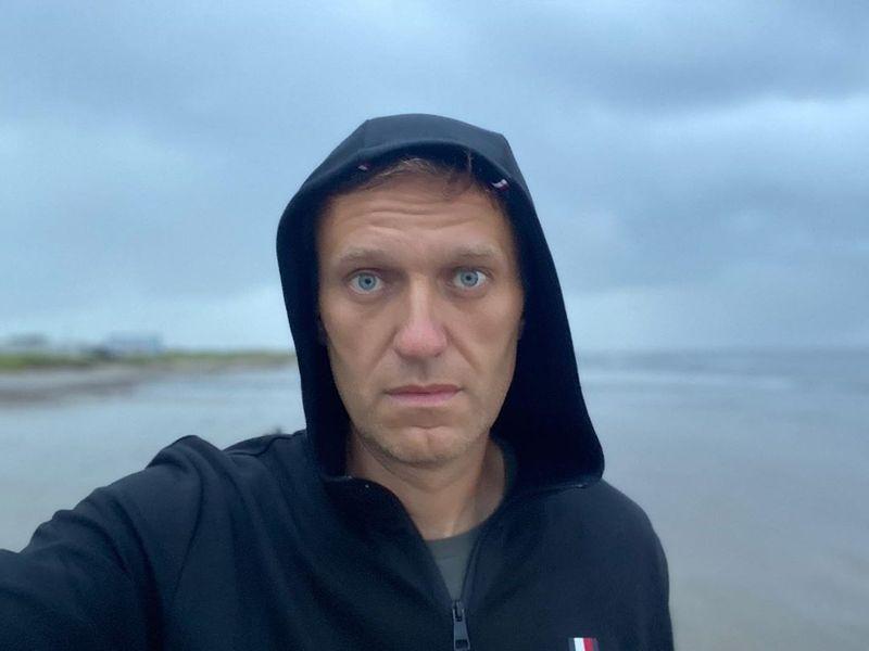 Алексей Навальный попал в реанимацию с отравлением: появился комментарий врача