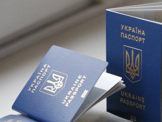 В Украине будут менять бумажные паспорта на пластиковые: что нужно знать об этом