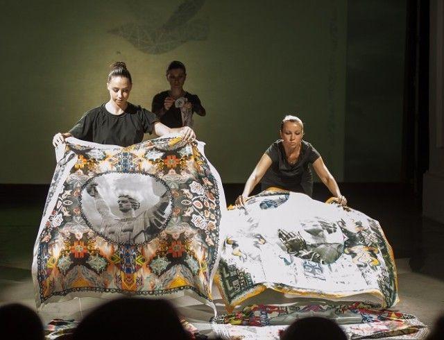 Художниця ZINAIDA на UFW NoSS 2021 презентувала колекцію хустин, орнаментовану принтами Батьківщини-матері (ФОТО)