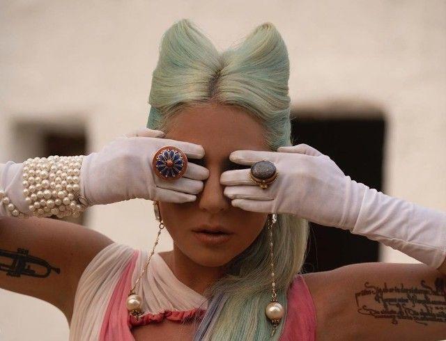 """""""Мой опыт с психическим здоровьем"""": Леди Гага выпустила новый клип """"911"""" (ПРЕМЬЕРА)"""