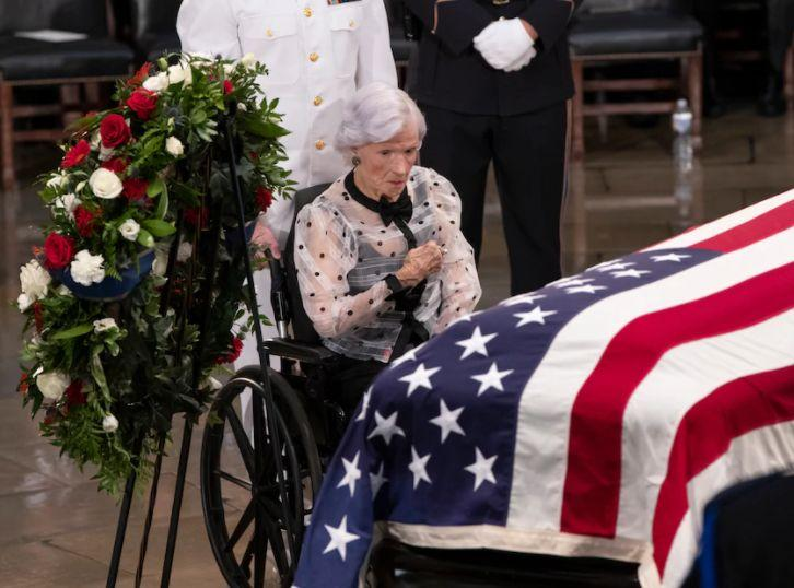 В 108 лет умерла мать Джона Маккейна...